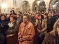 13.Pune klupe u crkvi