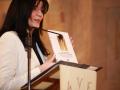 19.Voditeljica Tanja pokazuje sudionicima promocije novoizašli Zbornik